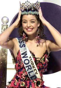 Miss World 2002 Azra Akin from Turkey lifts her crown after winning the event in London Saturday Dec. 7, 2002. (AP Photo/Alastair Grant)